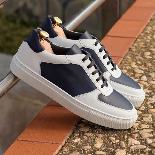 Lonis Low Top Sneaker