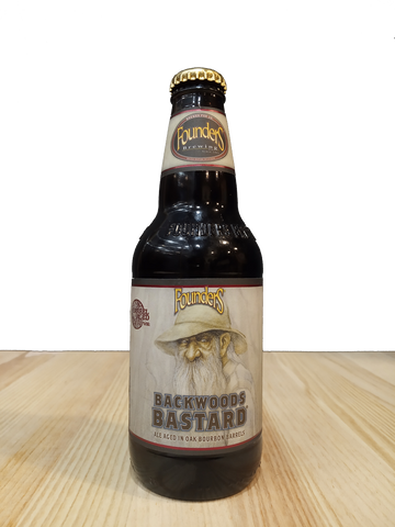 Cerveza artesanal Backwoods Bastard elaborada por Founders Brewing Co.