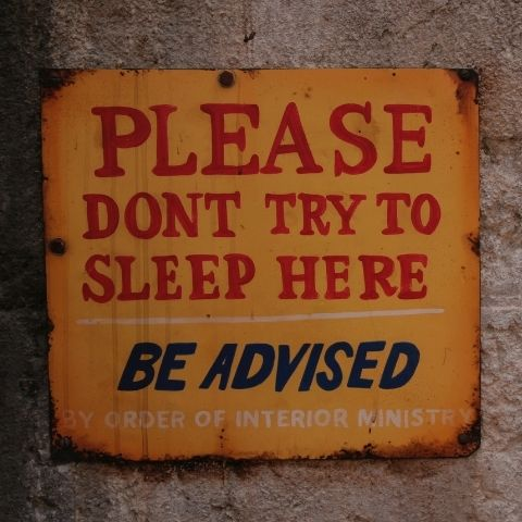 Plaque métal vintage don't try to sleep here