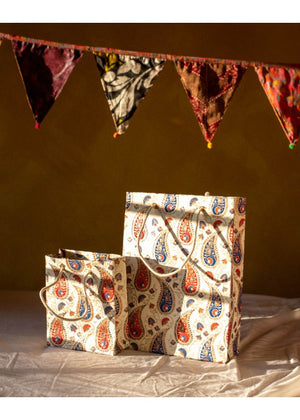 Load image into Gallery viewer, White Paisley Set of 2 Gift Bag