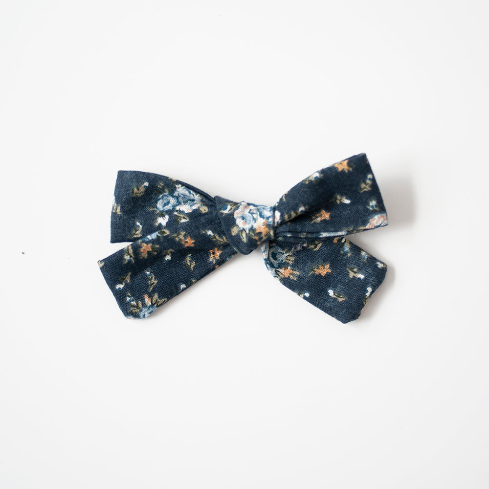 Paige | Medium Hand-tied Bow