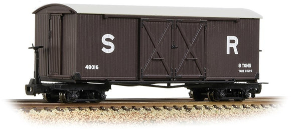 393-028 Bogie Covered Goods Wagon SR Brown