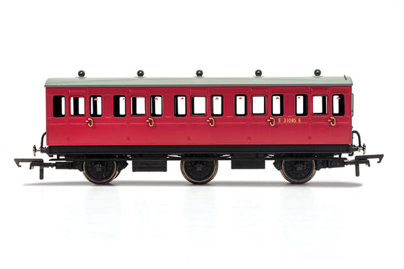 R40124A BR 3rd Class 6 Wheel Coach No.E31085E (With Lights)