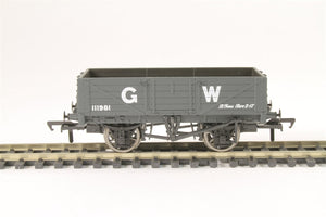 37-068 5 plank wagon 111981 in GWR grey