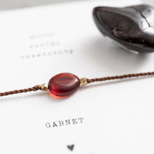 Lade das Bild in den Galerie-Viewer, a beautiful story - Gemstone Card Garnet goldfarben Armband