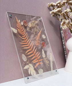 Everlasting Pressed Flower Frame A gorgeous selection of dried and preserved everlasting flowers  Perfect for decorating a living area, bedroom, childs' nursery, playroom or hallway space Makes a lovely gift option also! Can be hung vertically or horizontally, or leant upright on a shelf