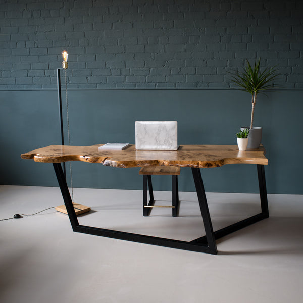 Waney Oak Table, Tai