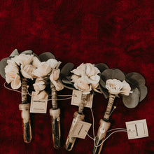 Load image into Gallery viewer, Blissful Boutonniere