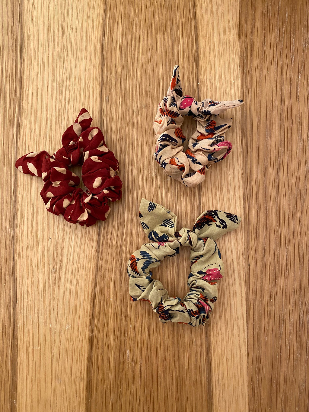 SILK SCRUNCHIE - WILDFLOWER / SAND DOLLAR PRINT - PACK OF 3