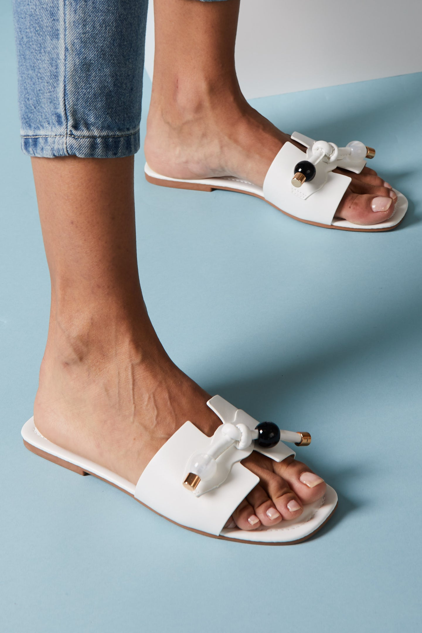 Sandales blanches avec noeud