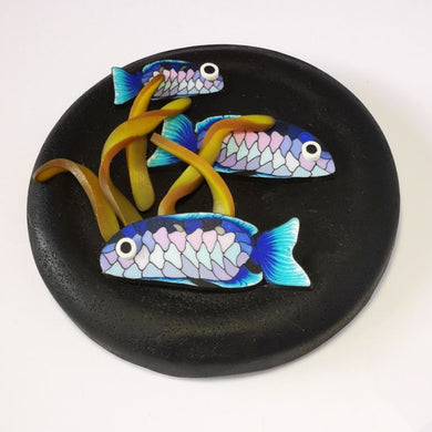 Upcycle your jar with an air-tight lid, hand-decorated in New Zealand. Decorated with polymer clay snapper fish and kelp. Standard fitting  (63mm) so it fits jars you have at home. Gift boxed in an attractive matchbox.