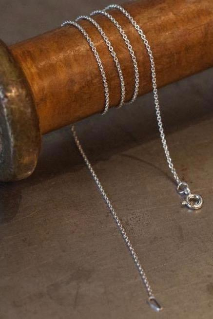 A fine trace chain in silver especially for charms to hang on