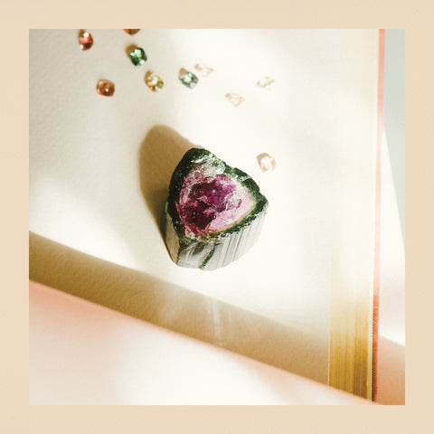 Raw tourmaline for the jewelry of Sant Jordi of Roosik&Co