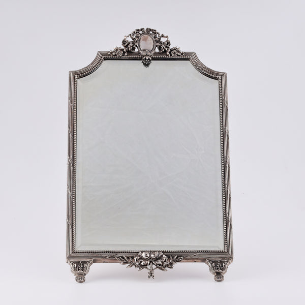 exquisit 19th-century mirror in a silver frame