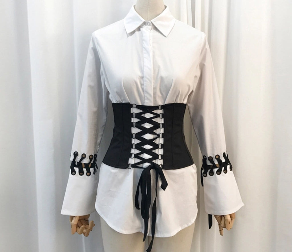 Micky white shirt with black corset belt