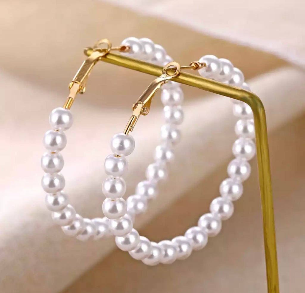 Queens hoop pearl earrings