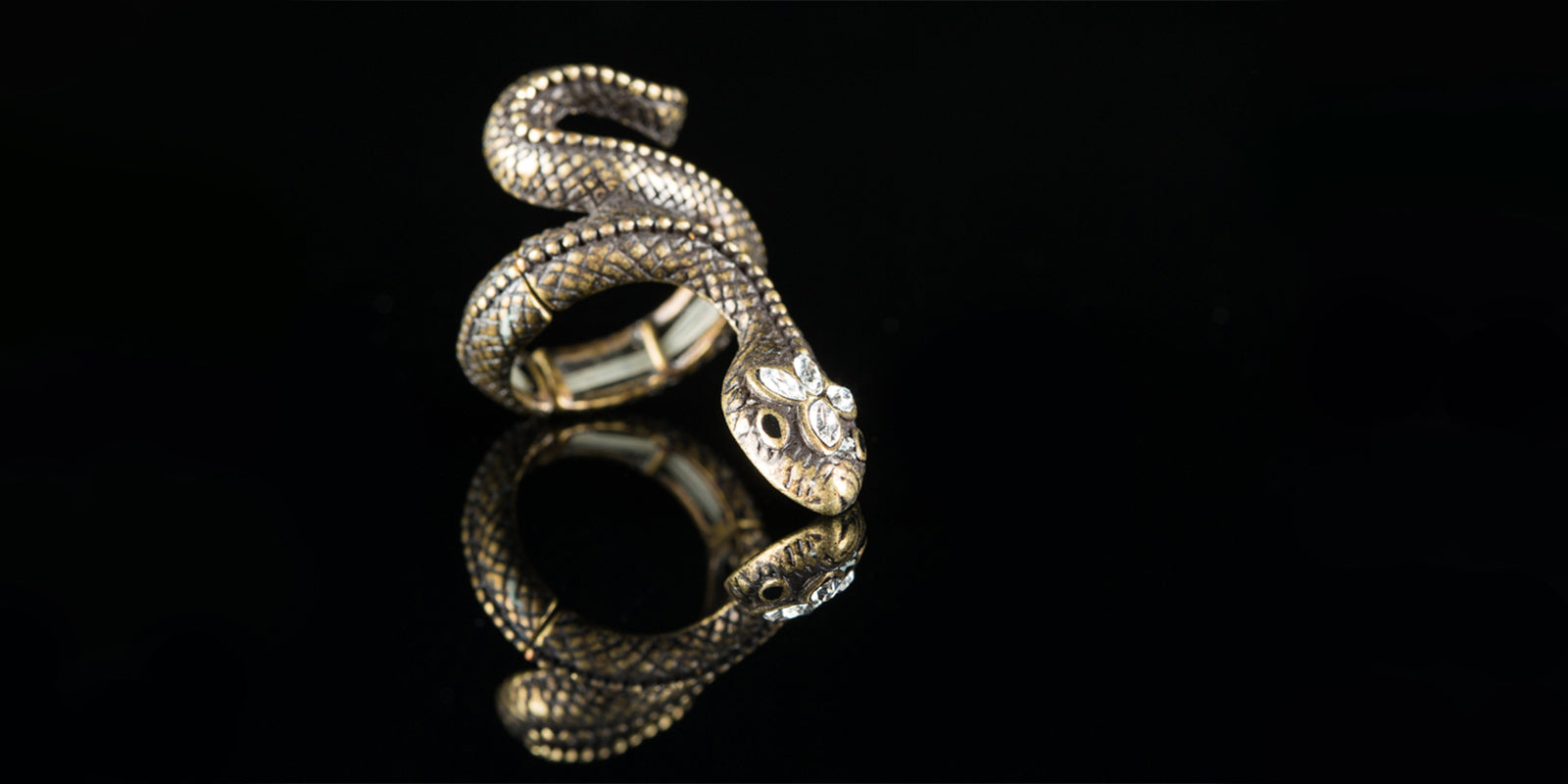 Snake ring with diamonds