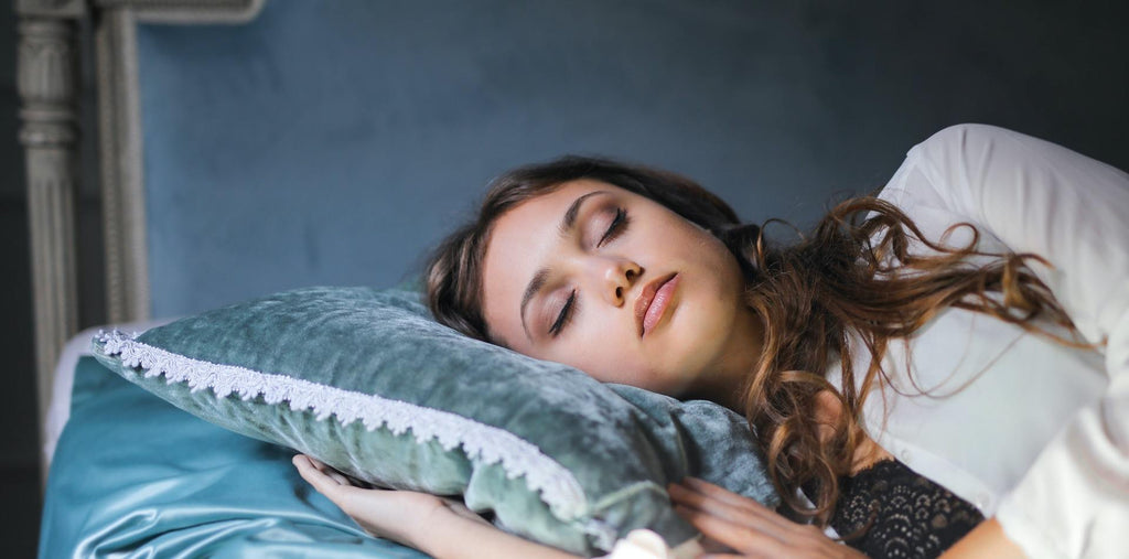 Woman sleeping on the pillow