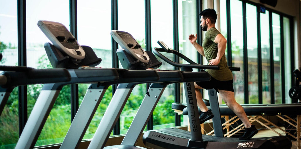 Man working out at gym after taking supplements