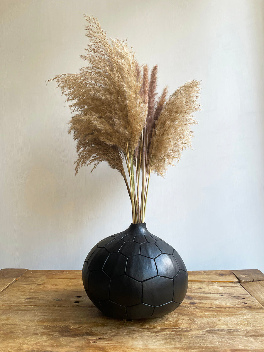 Black diamond calabash vase with pampas grass by Calabasas
