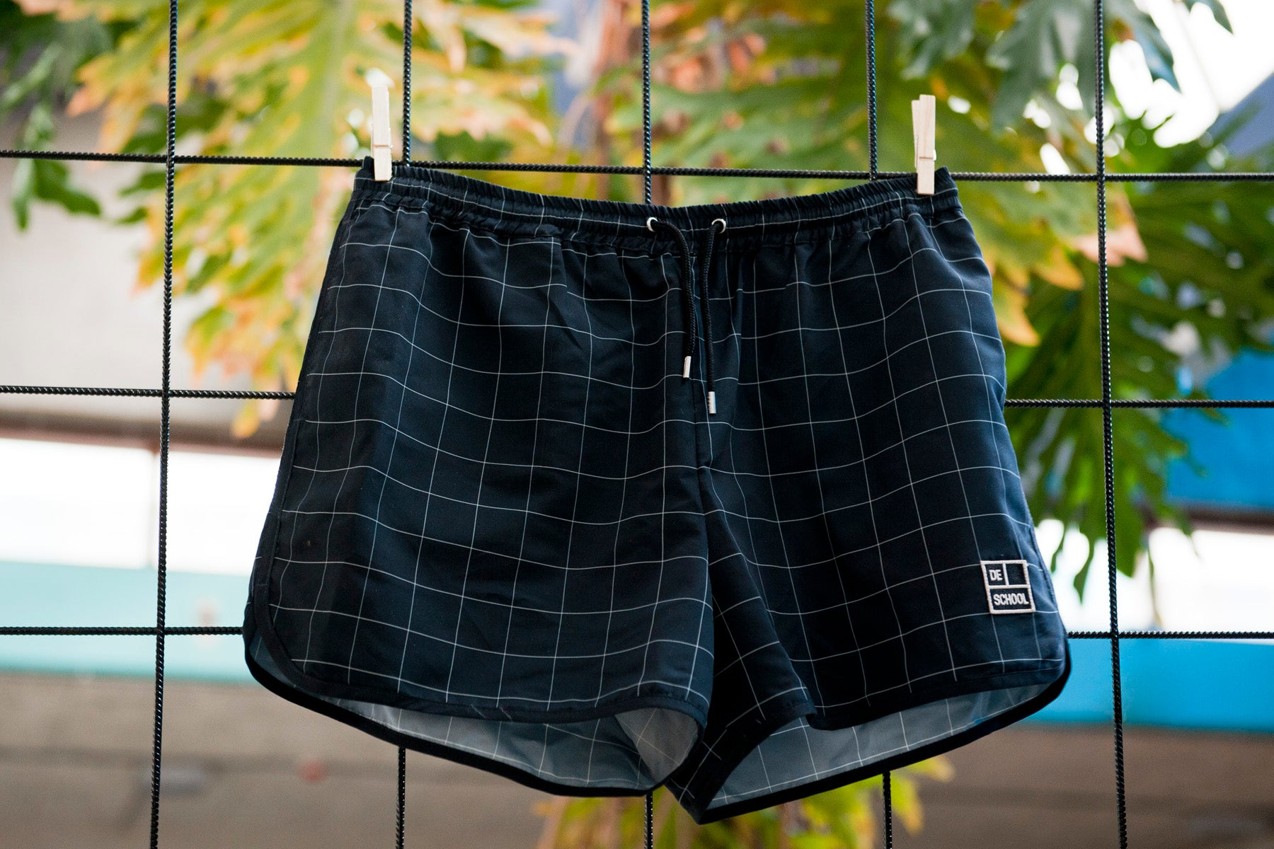 BLACK DE SCHOOL SHORTS