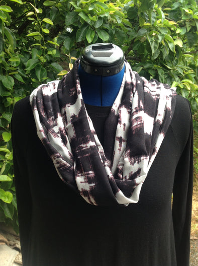 "Wayi Bamboo light weight "" Black & White Ink"" scarf"