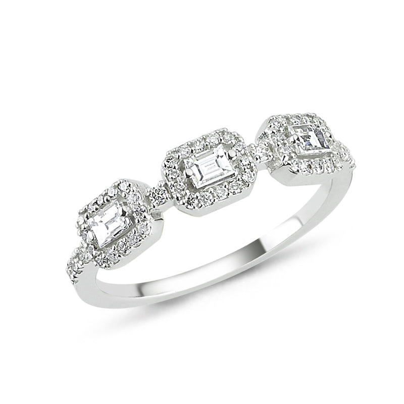 18kt white gold diamond and baguette diamond ring