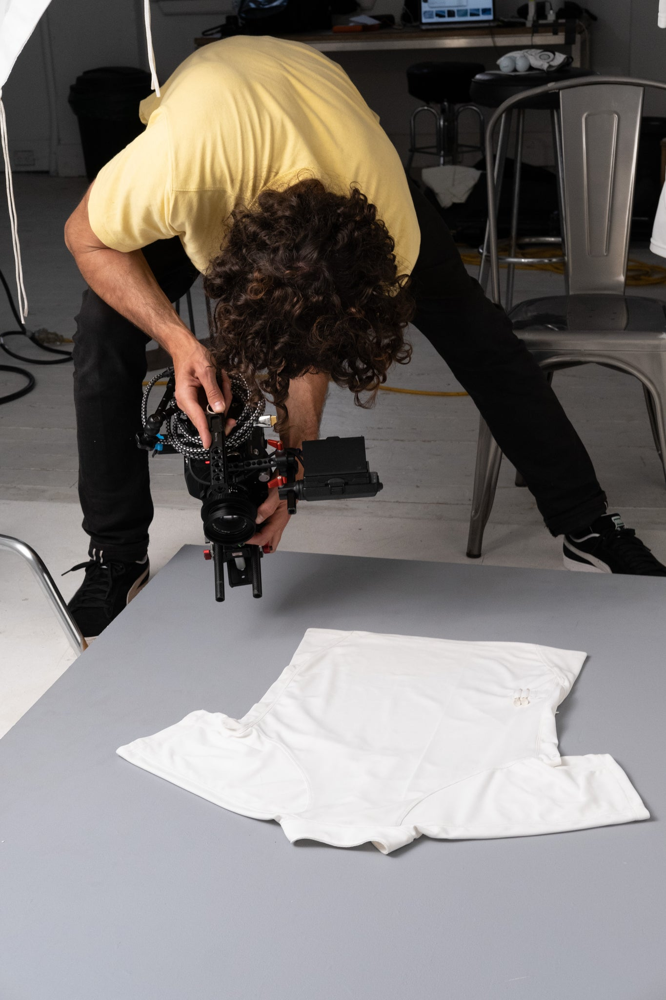 Untraced Video shooting at the studio. Untraced Golfing. Nicolas filming the polo. Technical golf jackets and polos for women and men. Recycled and bluesign approved materials. Question the codes.
