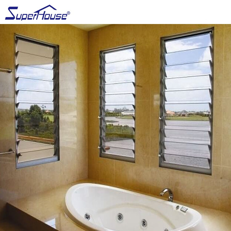 Superhouse 2021Bathroom use glass louver windows with frosted glass
