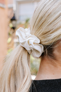 Pearls For Curls Scrunchie Set