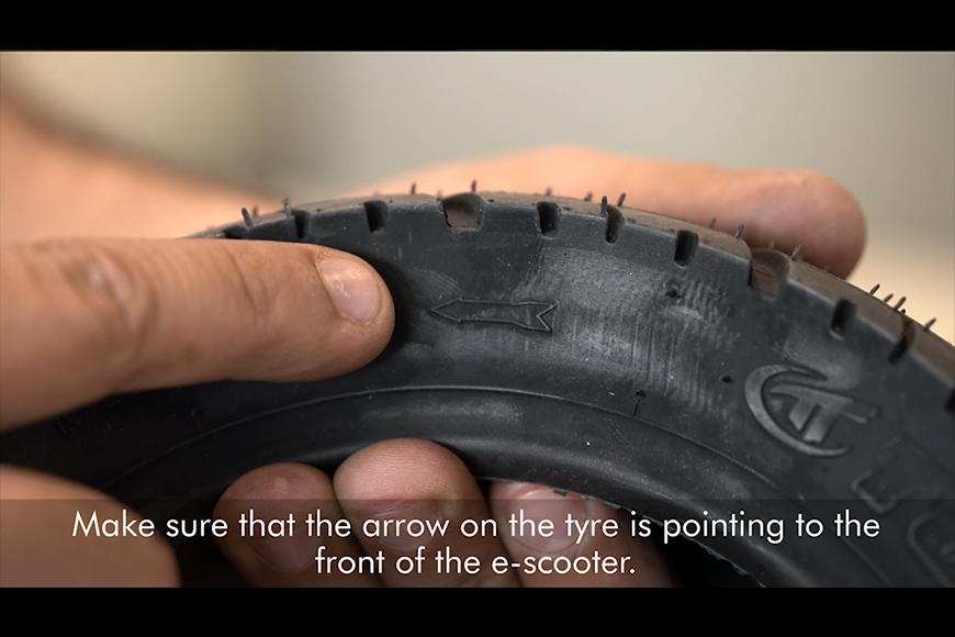 Place the e-scooter tyre in the right direction, and insert the new tube inside.