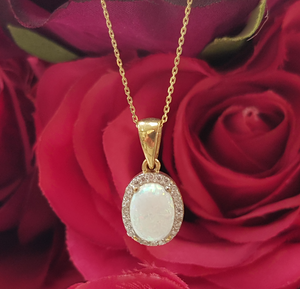 9ct. Yellow Gold & Opal Pendant & Chain