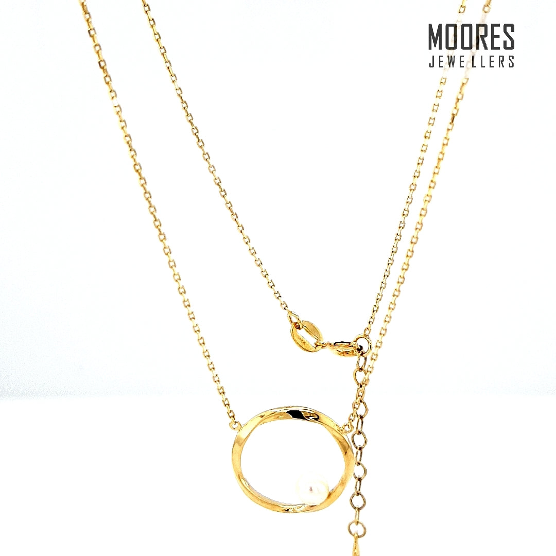 9ct. Yellow Gold Circular Pendant with Pearl & Bell Link Chain
