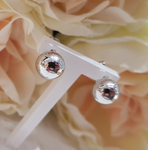 9ct. White Gold Ball Stud Earrings