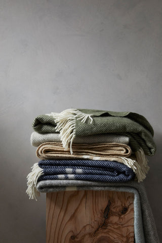 100% Woolen Throws