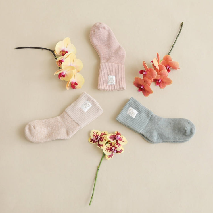 「LUVONICAL × mooneyo」 Mothers day collaboration gift ー Silk Room Socks×ミニコチョウラン