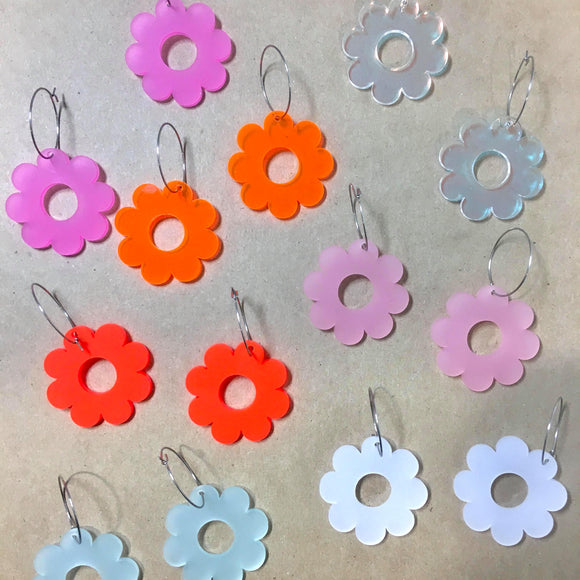 Mintcloud Dangle - Coloured Daisy