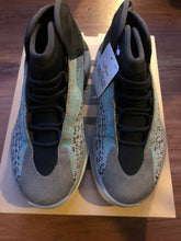 Load image into Gallery viewer, Adidas YZY Quantum Basketball size 8.5