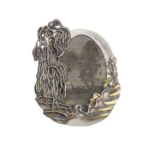 A silver oval brooch with agate designed by Michele White a jewellery designer based in the Jewellery Quarter Birmingham