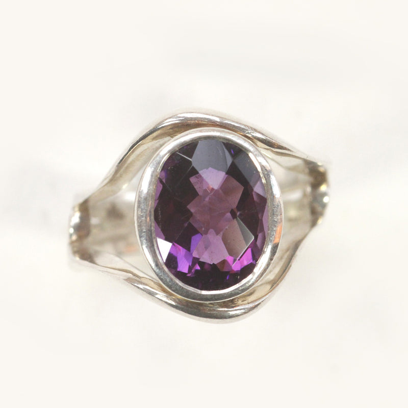 Silver Contour Ring with Large Amethyst