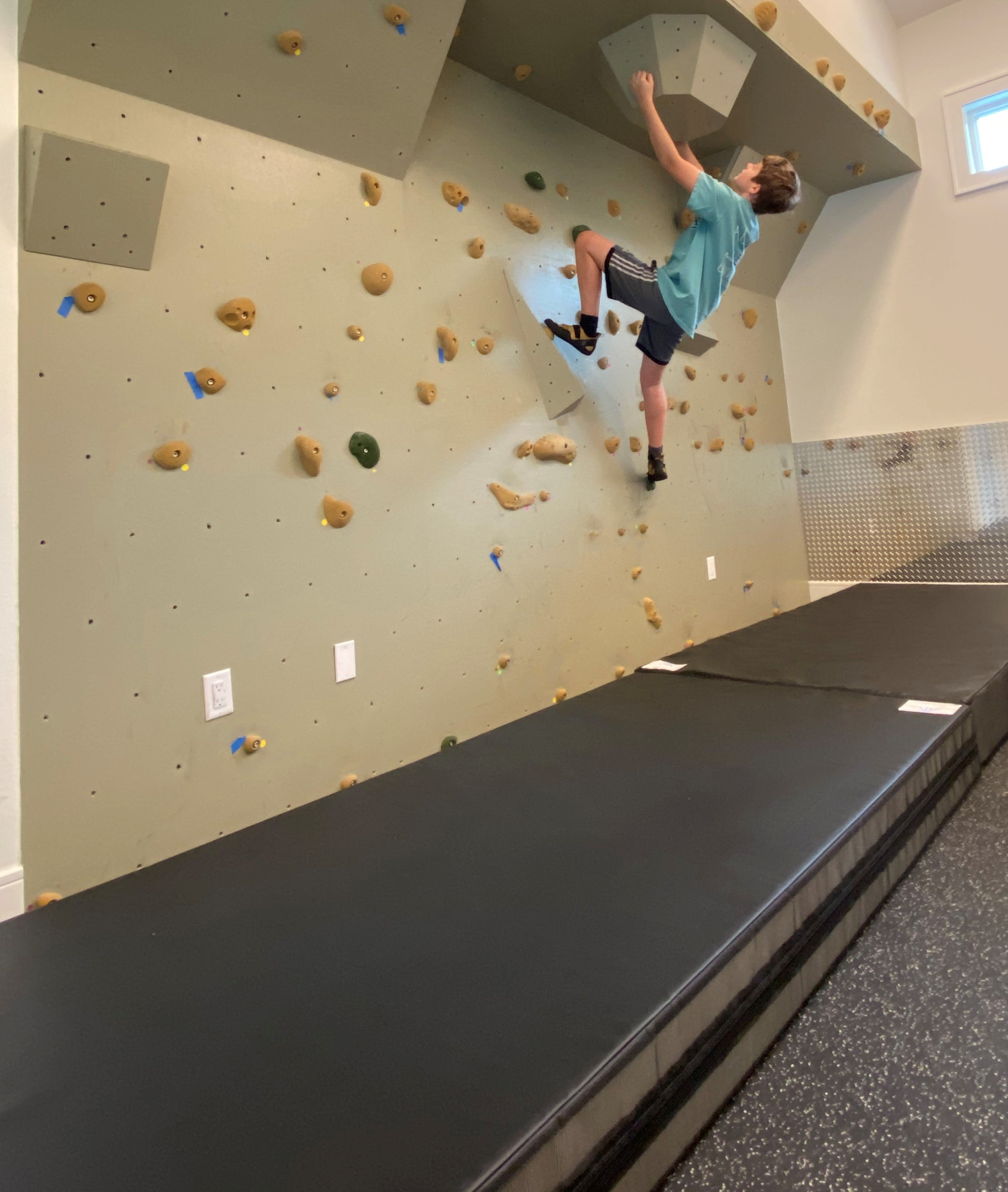 Rock Wall Crash Mat Black