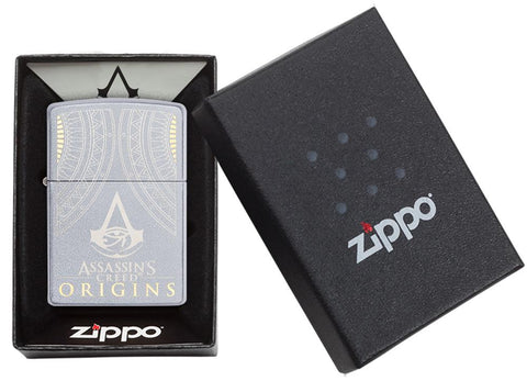 Zippo-aansteker Assassin's Creed Origins-logo in open geschenkdoos