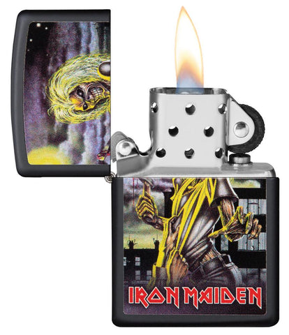 Zippo-aansteker zwart Iron Maiden Album Cover Killer open met vlam