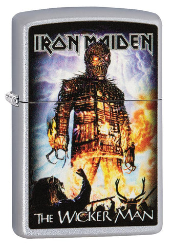 Vooraanzicht 3/4 hoek Zippo aansteker Iron Maiden The Wicker Man hoes
