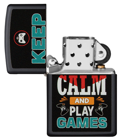 Zippo aansteker zwart met inscriptie Keep Calm and Play Games geopend