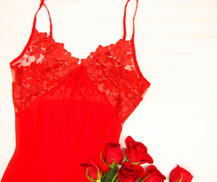 red bust support chemise