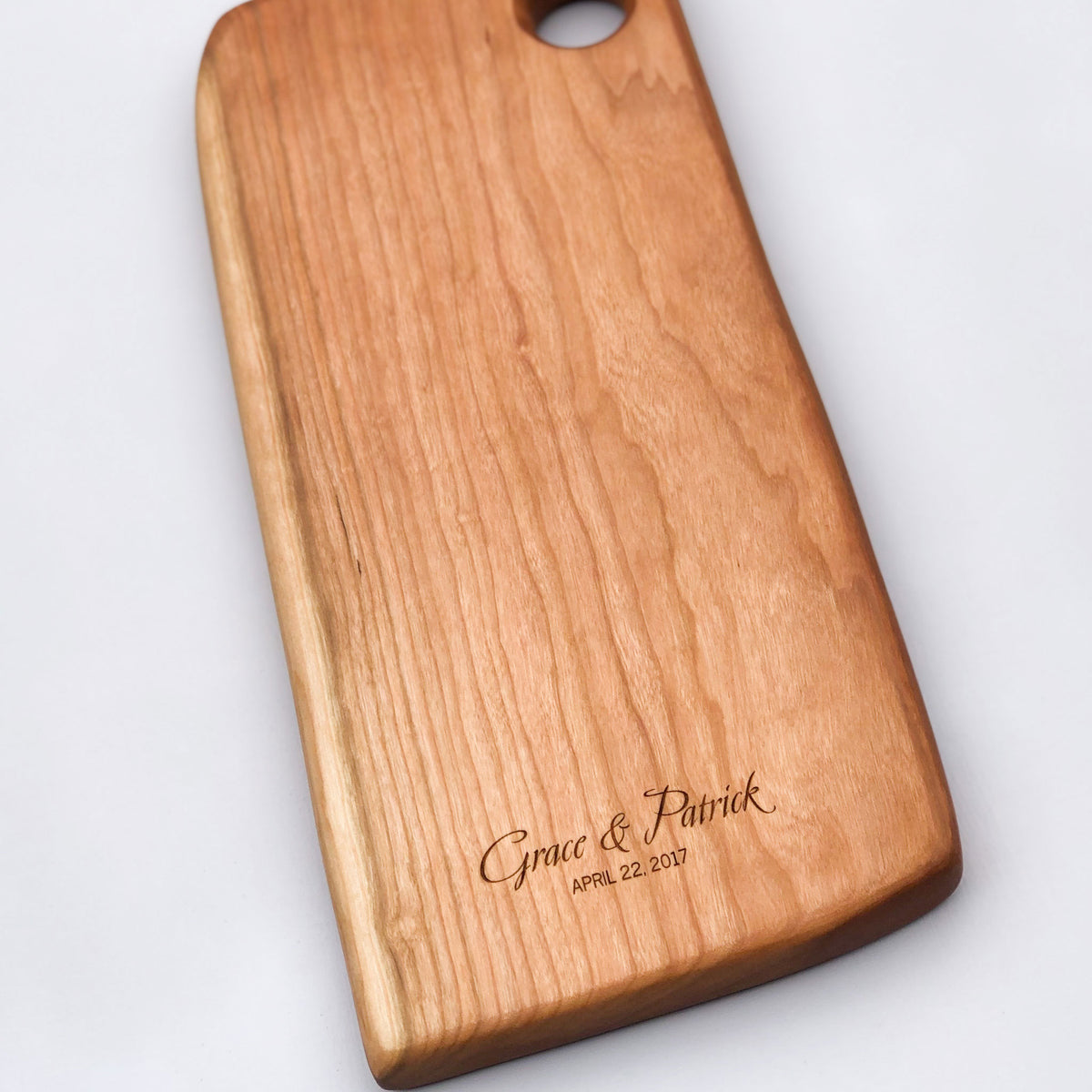 Engraved Arbor Novo cherry serving board - Grace & Patrick