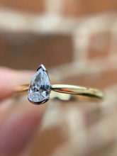 Load image into Gallery viewer, 18ct Yellow Gold & Platinum 0.26ct Pear Shape Diamond