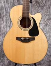 Load image into Gallery viewer, Takamine GN30CE Natural