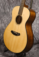 Load image into Gallery viewer, Breedlove Discovery Concert LH (Left-Handed) Sitka-Mahogany